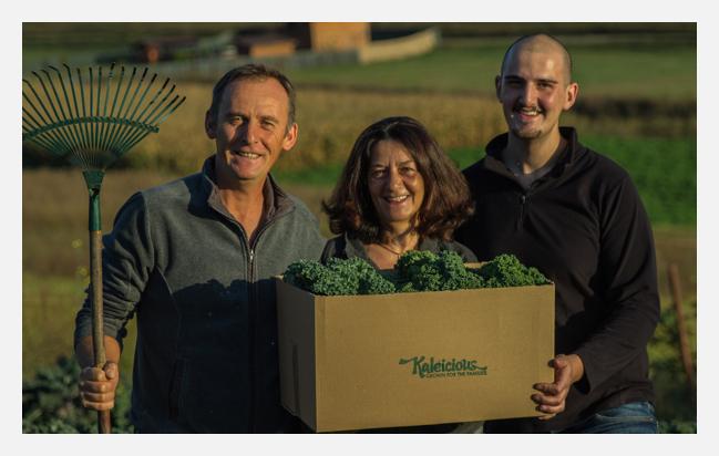 Imaginea cu familia care crește Varza Kale